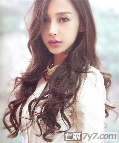 时尚中长发卷发发型 变身温柔甜美小女生 图片-长发卷发发型 卷发发型图片