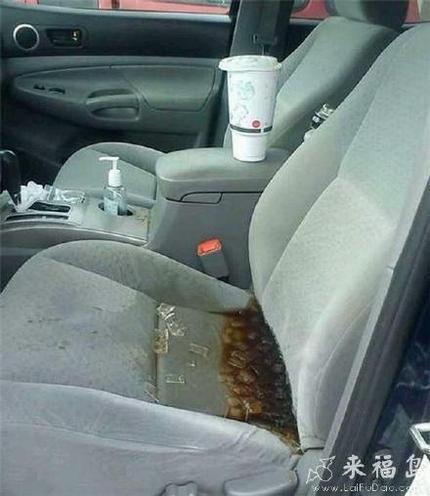 打翻饮料的悲剧,只好换一台车了…
