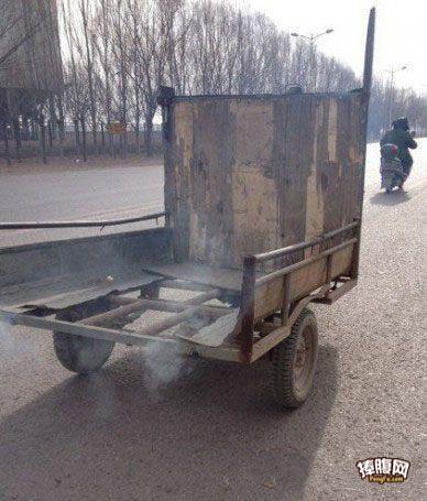 牛人自制双排气管跑车