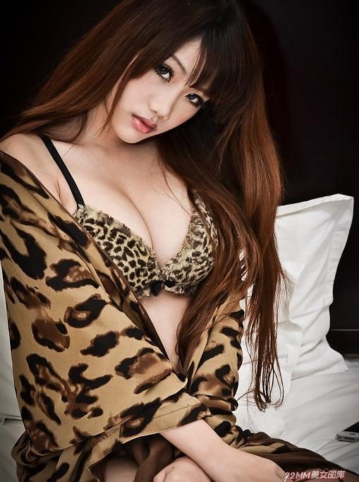 private corner乳沟豹纹美女 图片 hao123